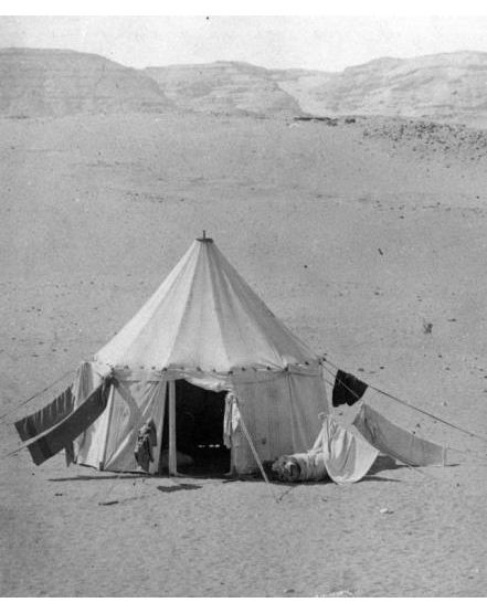 Tent set up at a site. Photo from the Petrie Museum archive.