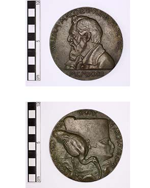 The Petrie Medal. Copyright Petrie Museum of Egyptian Archaeology.