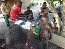 Bayaka_Pygmies_testing_monitoring_software_04_2012