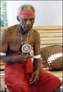 Momoko Petames makes the string figure verabuze, New Ireland, Papua New Guinea, 2009