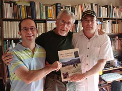 Institute alumni Ehud Weiss and Andrew Fairbairn with Gordon