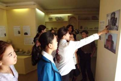 School group in current Interpretation Centre