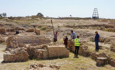 Taking detailed photogrametric pictures of Thyna archaeological site
