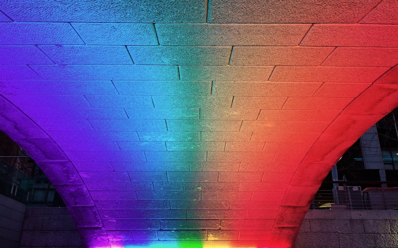 Multi-coloured lights on wall, photo: Note Thanun