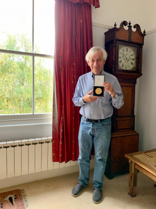 Richard Ellis is awarded the Faraday Gold Medal