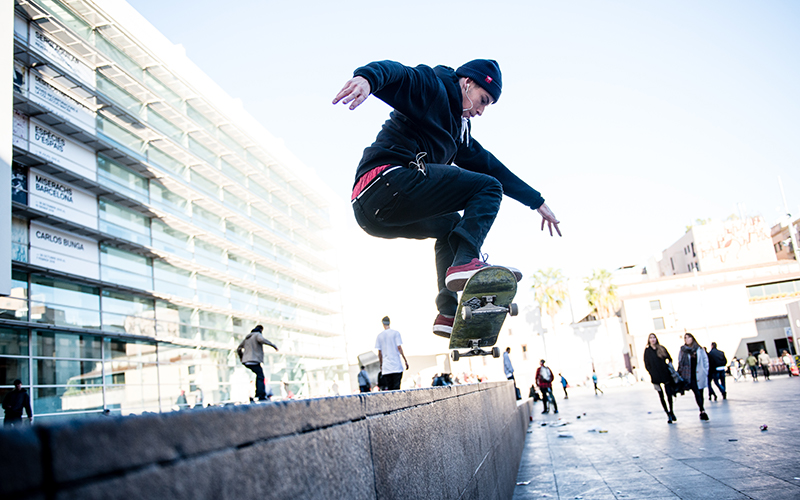 Figure 10.10 Skateboarding MACBA's space of symbols, Barcelona (2015).  © Emmi Holmer.