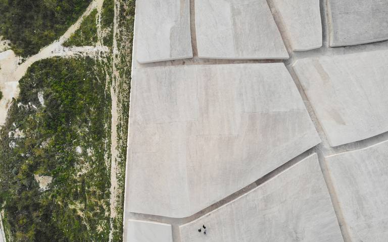 Aerial view of fieldwork by students at the Cretto di Burri, Gibellina. Image by Design Studio 2, The Bartlett School of Architecture
