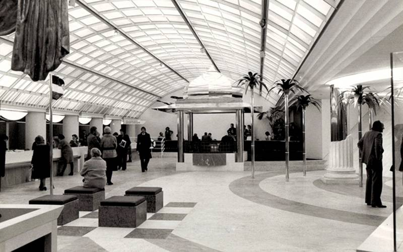 The 1979 opening of the Österreichisches Verkehrsbüro on the Opernringhof in Vienna. Hans Hollein can be seen on the far right of this Postmodern performative travel agency. Courtesy Nachlass Hans Hollein
