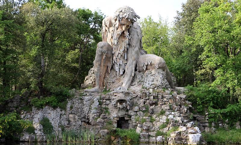 Statue in Parco di Pratolino