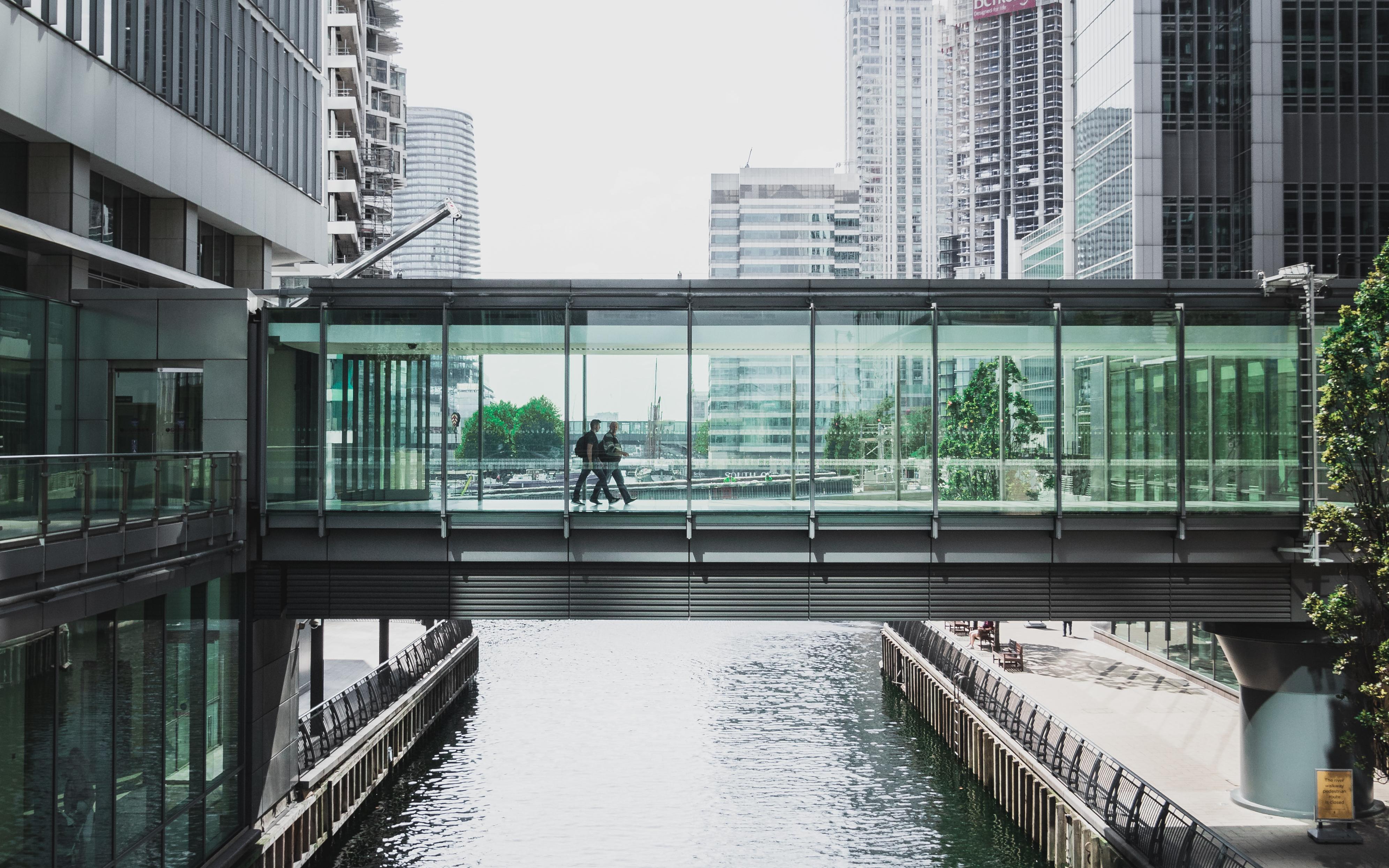 People walking across a skybridge in Canary Wharf