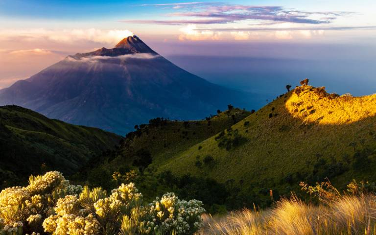 Java Island volcano - Image by かねのり 三浦 from Pixabay