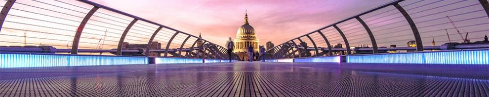 St Pauls Cathedral across Millennium bridge