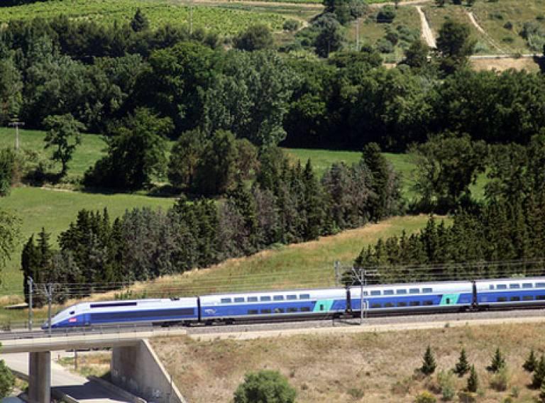"""Jean-Louis Zimmermann, """"TGV (FR84)"""". 13.06.09. Online. Flickr. 31.01.13. http://www.flickr.com/photos/jeanlouis_zimmermann/3638289141/"""