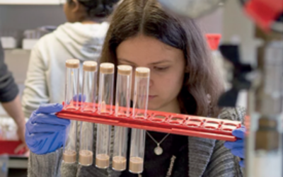 woman_with_test_tubes_in_lab