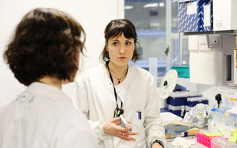 woman_in_lab_speaking