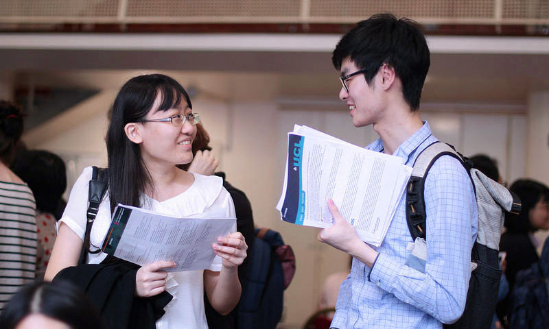 Students at a UCL Careers event