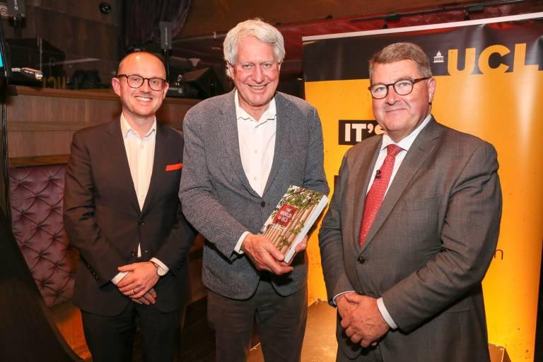 Barry Buckland receives gold volunteering award