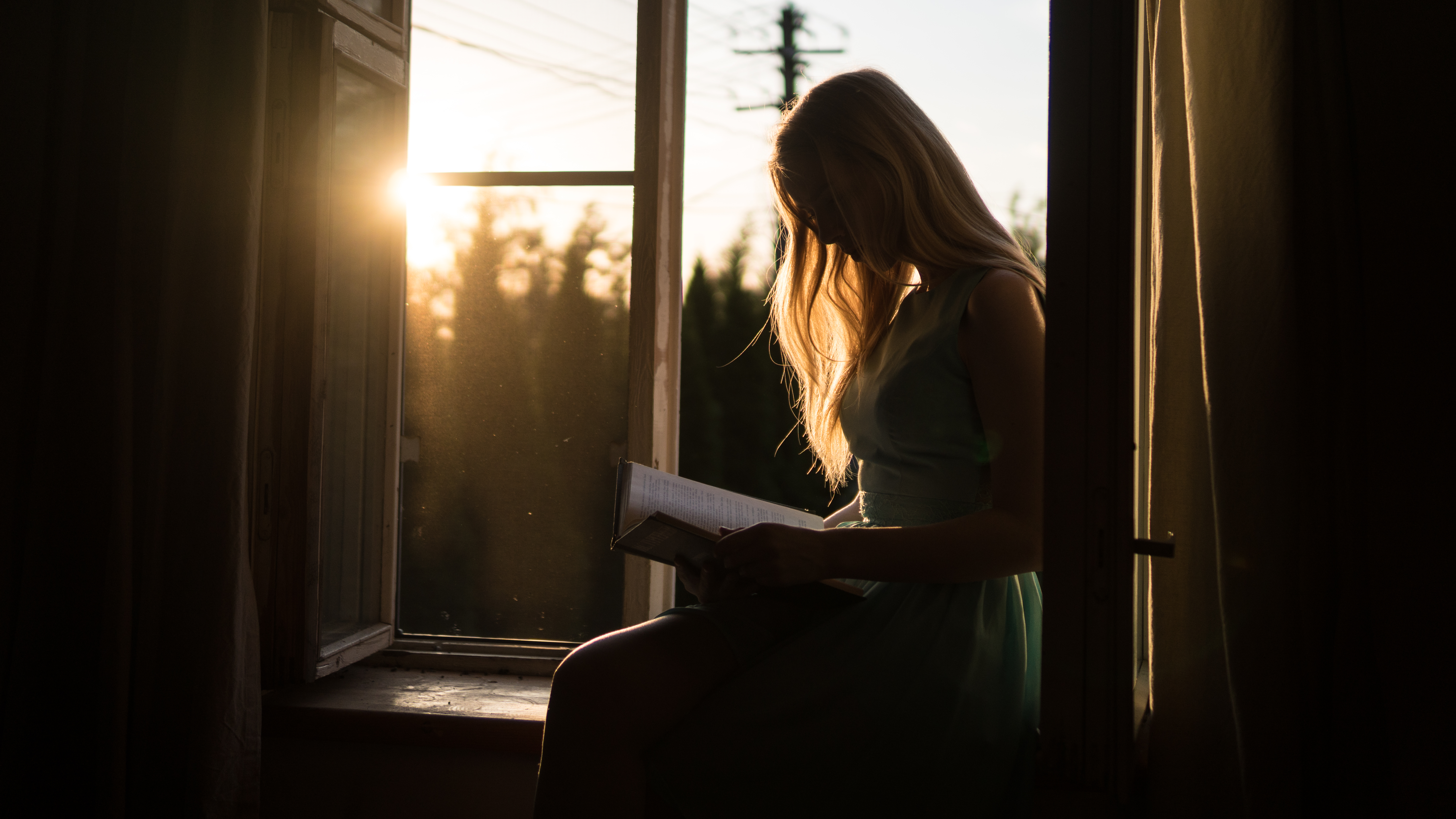 A_girl_studying