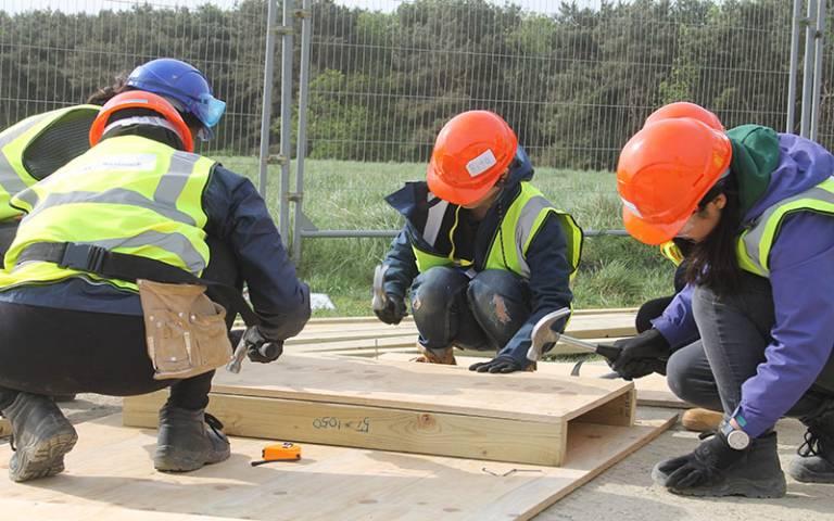 Students hammering wood at the Constructionarium 2018.