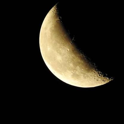 moon-893267_1920.jpg