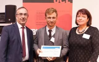 researcher receiving award