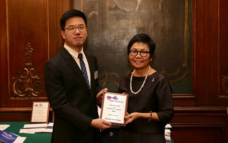 Supathep Tansirichaiya receives award