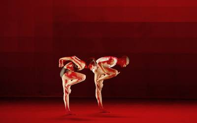 Two dancers performing in Wayne McGregor's Atomos