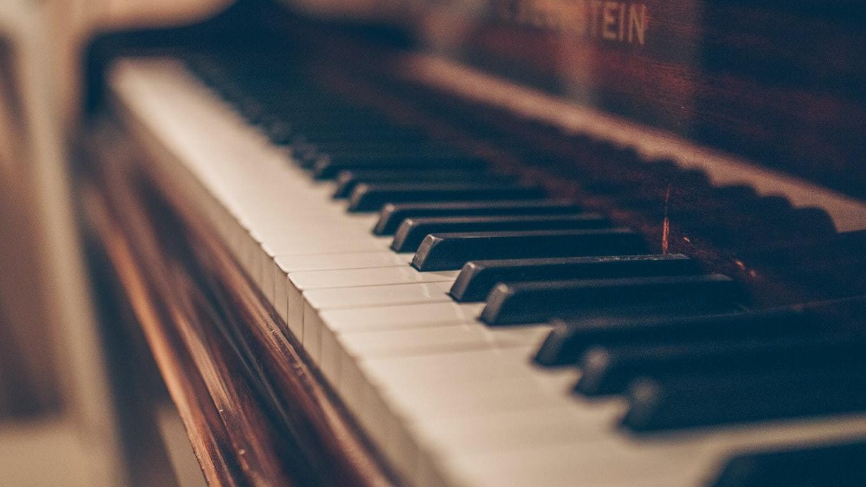 Close up photo of piano keys