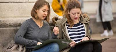 Students reading in the UCL Portico