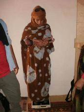 weighing-woman-algeria