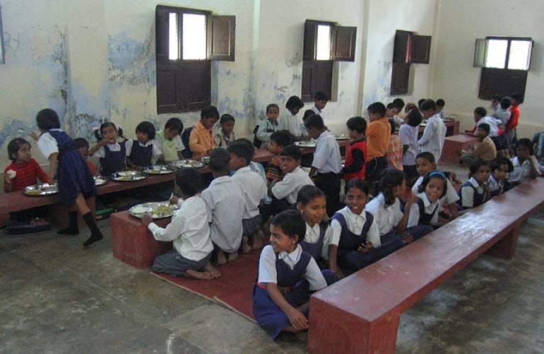 School children at a rural school in Uttar Pradesh (c) Ajay Tallam used under CCA-SA2.0 license