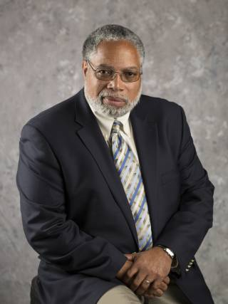 Dr Lonnie Bunch