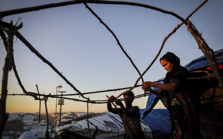 Rohingya refugees making a shelter, Oct17, G.M.B. Akash/Panos Pictures