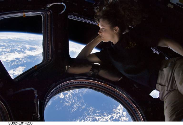Towards an Anthropology of Space Image
