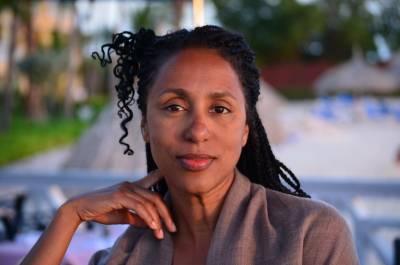 Dr Helene Beach