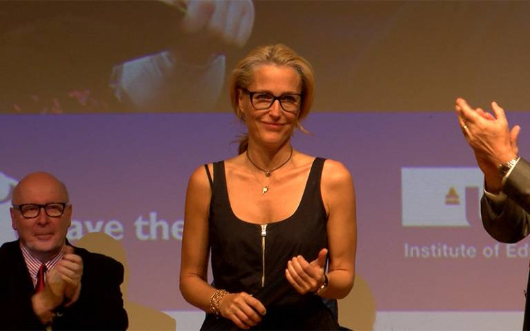 Gillian Anderson receives Honorary Fellowship for supporting IOE reading  campaign | Institute of Education - UCL – University College London