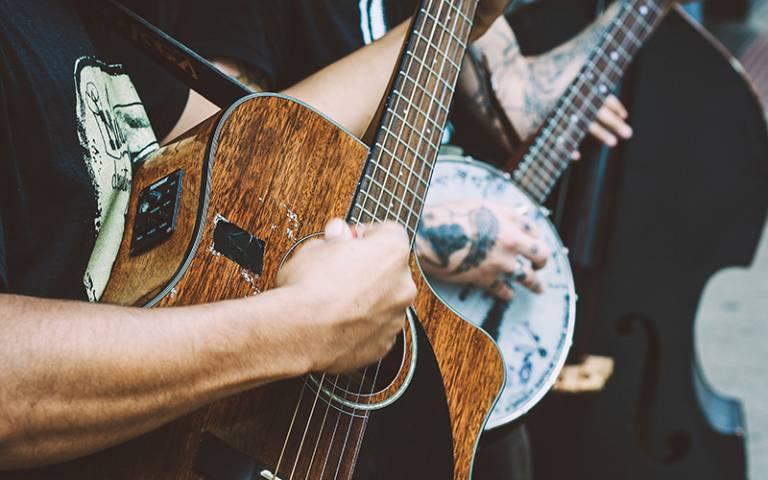 Guitar and banjo. Matheus Ferrero