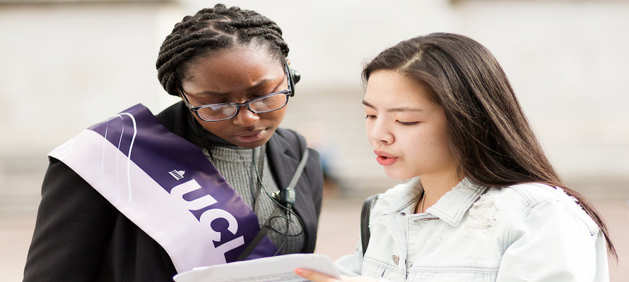 student ambassador helping student