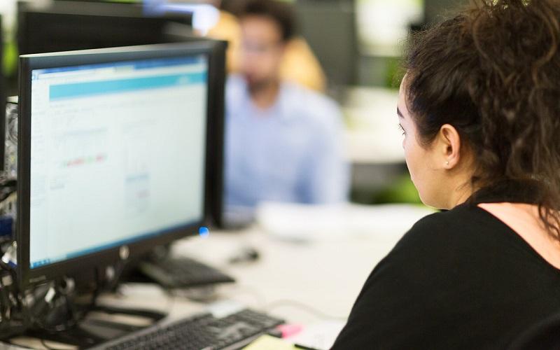 Application process - student looking at computer screen