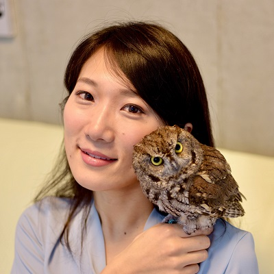 Chiaki former Pre-sessional student with an owl