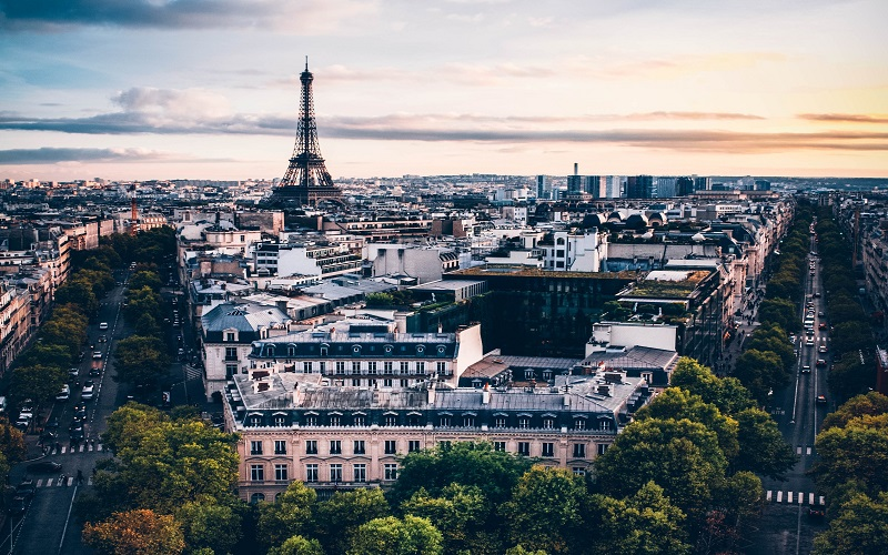 French: the Eiffel Tower