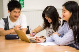 Mitsuru interacting with other UCL Pre-University Summer School students in class