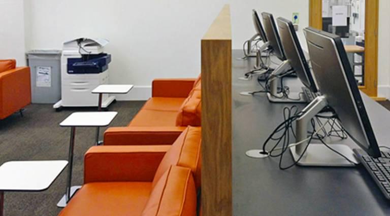 Graduate Hub desks