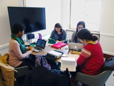 Senate House Hub group study