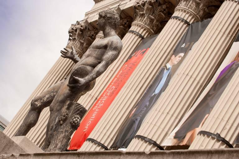 portico___statue.jpg
