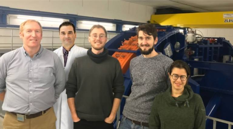 Image shows Lennart Volz and Laurent Kelleter who share first authorship on the work with supervisors Simon Jolly and Joao Seco, and fellow researcher Raffaela Radogna