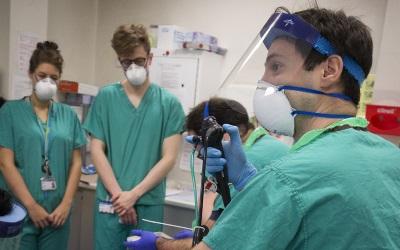 students in a clinical scenario