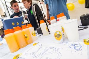 School students staff lemonade stand as part of Citrus Saturday