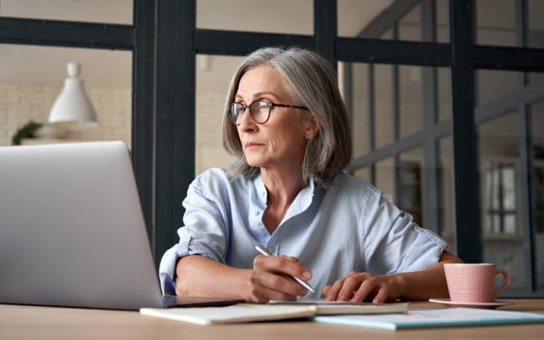 Mentally stimulating jobs linked to lower risk of dementia in old age