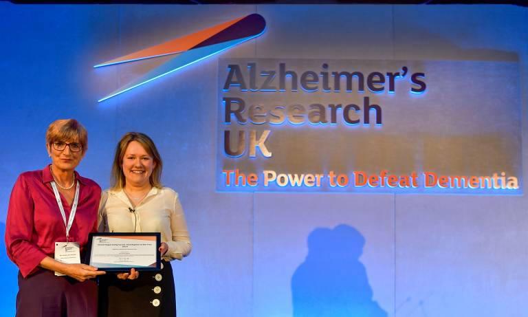 Dr Selina Wray is presented the ARUK Early Career Investigator of the Year Award